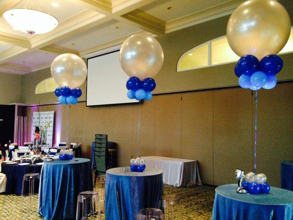 round big pearlized balloons with mini balloons and LED for tables