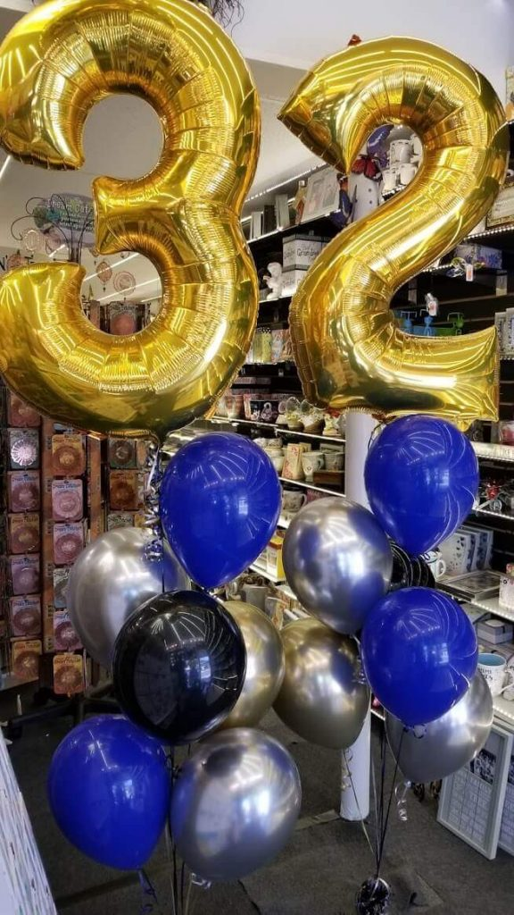 golden number balloons Big 3 ans 2 with latex centerpiece