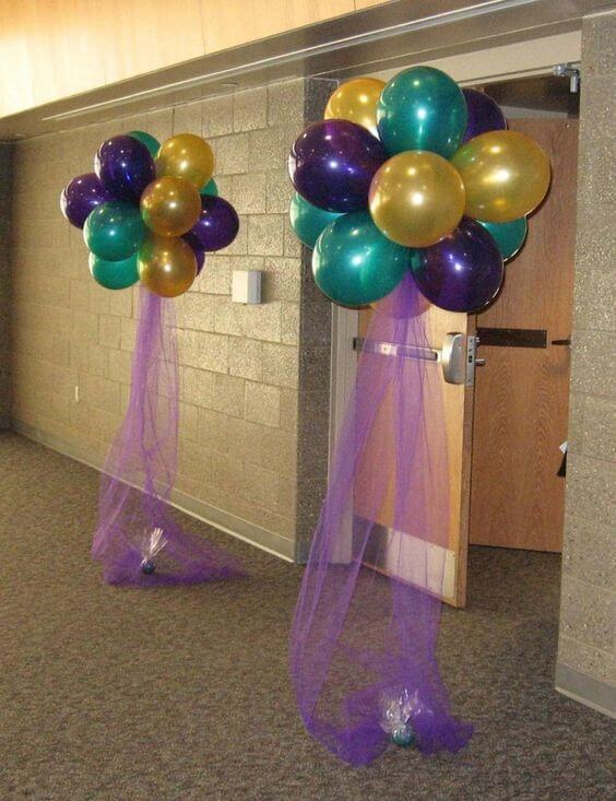 ​metallic ​latex helium balloons bouquet ​columns ​with tulle string​ for party entrance​