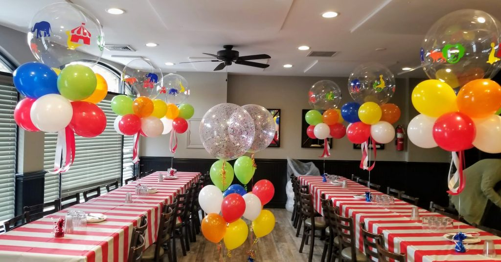 circus theme party balloons table centerpieces