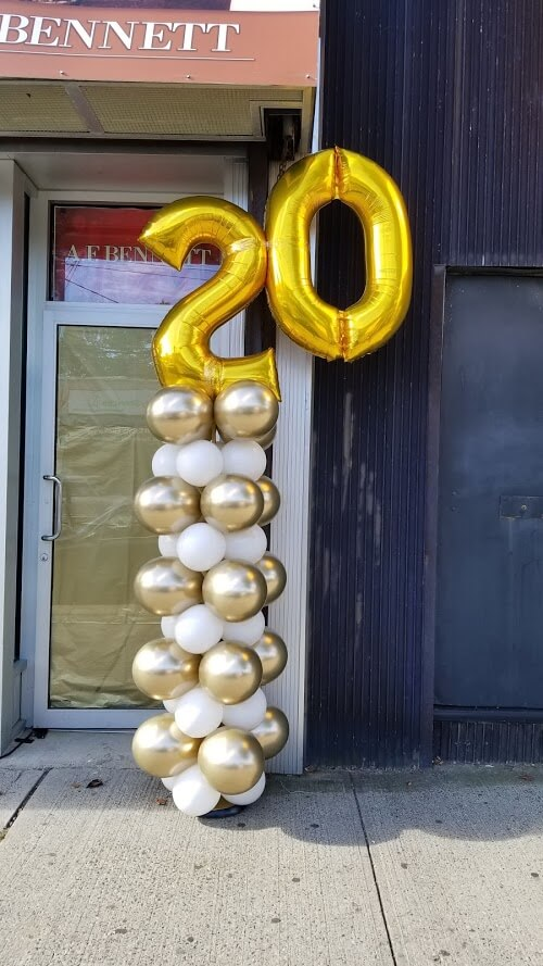 gold and white 20th-anniversary balloons column