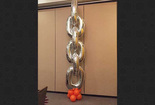 link chain balloons silver column with mini balloons