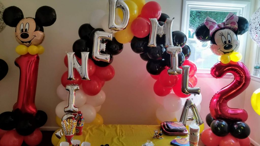 minnie and Mickey mouse number balloons with name arch