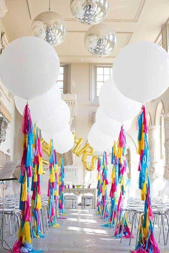 round balloons tassel columns