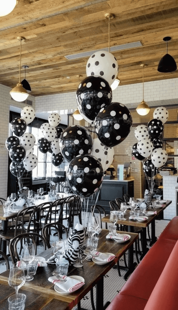 black and white polka dot latex balloons centerpieces